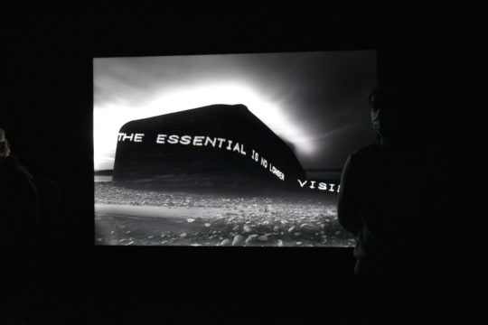Magdalena Jetelová, « The Essential Is No More Visible », 1994, Atlantic Wall - Danemark. Courtesy Collection agnès b.